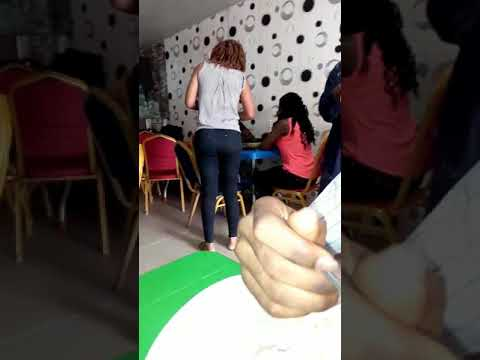 Photo of Wife Catches Her Cheating Husband With Another Lady, Pours Hot Soup On Him (Video)