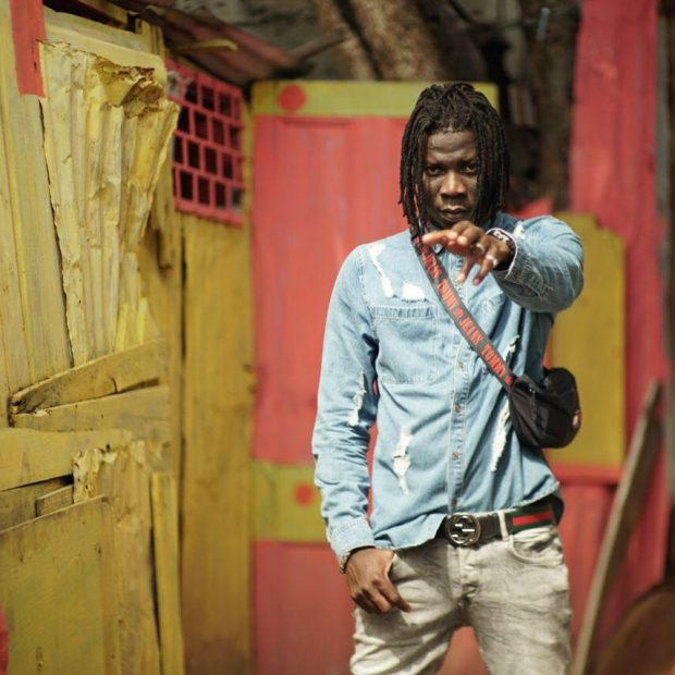 Photo of Stonebwoy Fires Warning Shots At Zylofon Staff When They Tried To Take Their Car From Him At Champs Bar