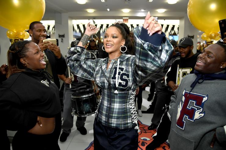 Photo of Rihanna Can't Contain Her Excitement Over LeBron James' Game 7 Win