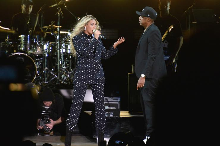 "Photo of Jay-Z & Beyonce Perform On A Floating Stage During ""OTR II"" Tour"