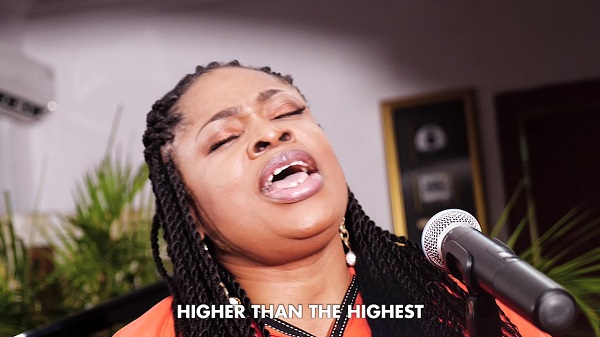Photo of Sinach – I Humbly Bow (Acoustic Version)