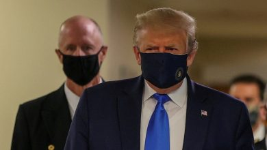 Donald Trump wears Face Mask