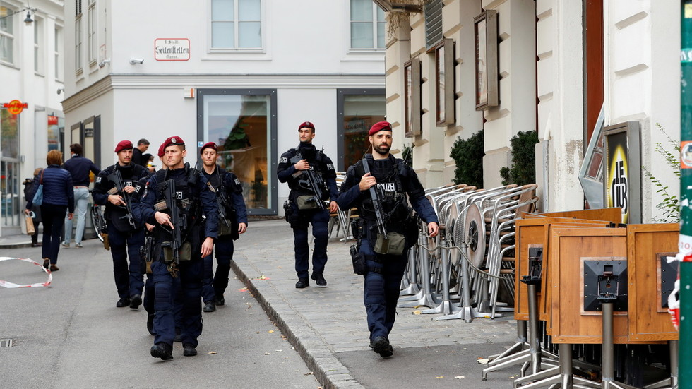 Austria to close 'radical mosques'